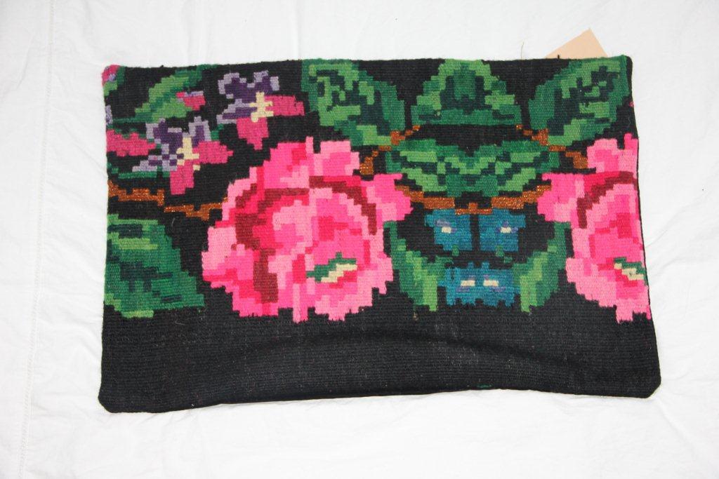 Kelimkussen (60cm x 40cm) nr 64 gemaakt van oude rozenkelim