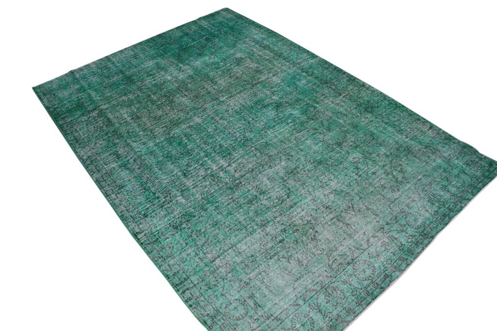 Recoloured klassiek vloerkleed nr 640 ( 303cm x 213cm) tapijt wat een nieuwe hippe trendy kleur heeft gekregen.