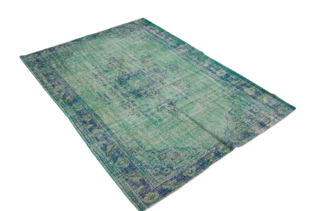 Groen blauw recoloured  vloerkleed nr 649 (249cm x 172cm) tapijt wat een nieuwe hippe trendy kleur heeft gekregen.