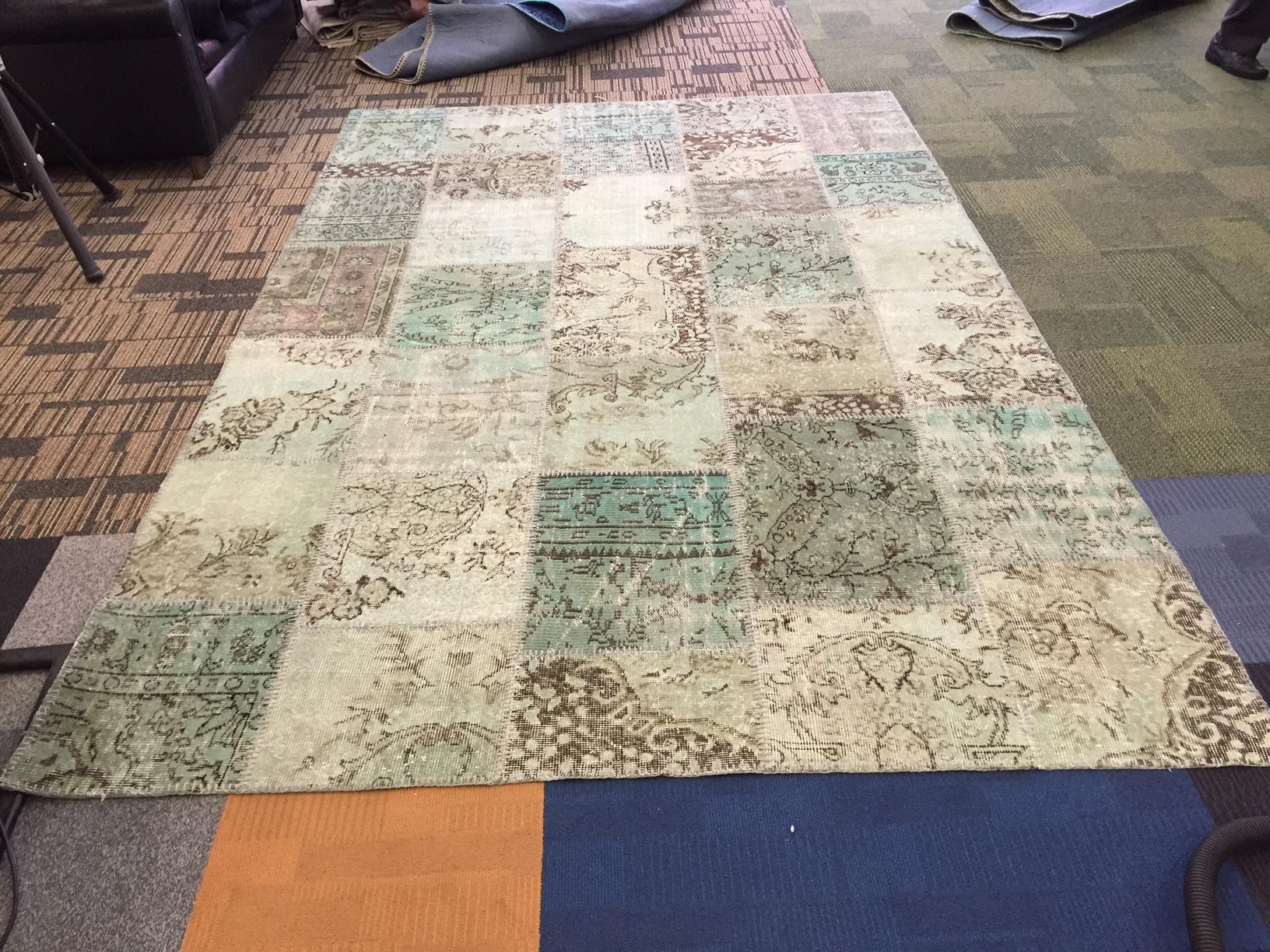 VERKOCHT!! misty green patchwork vloerkleed uit Turkije  300cm x 200cm, no 6500