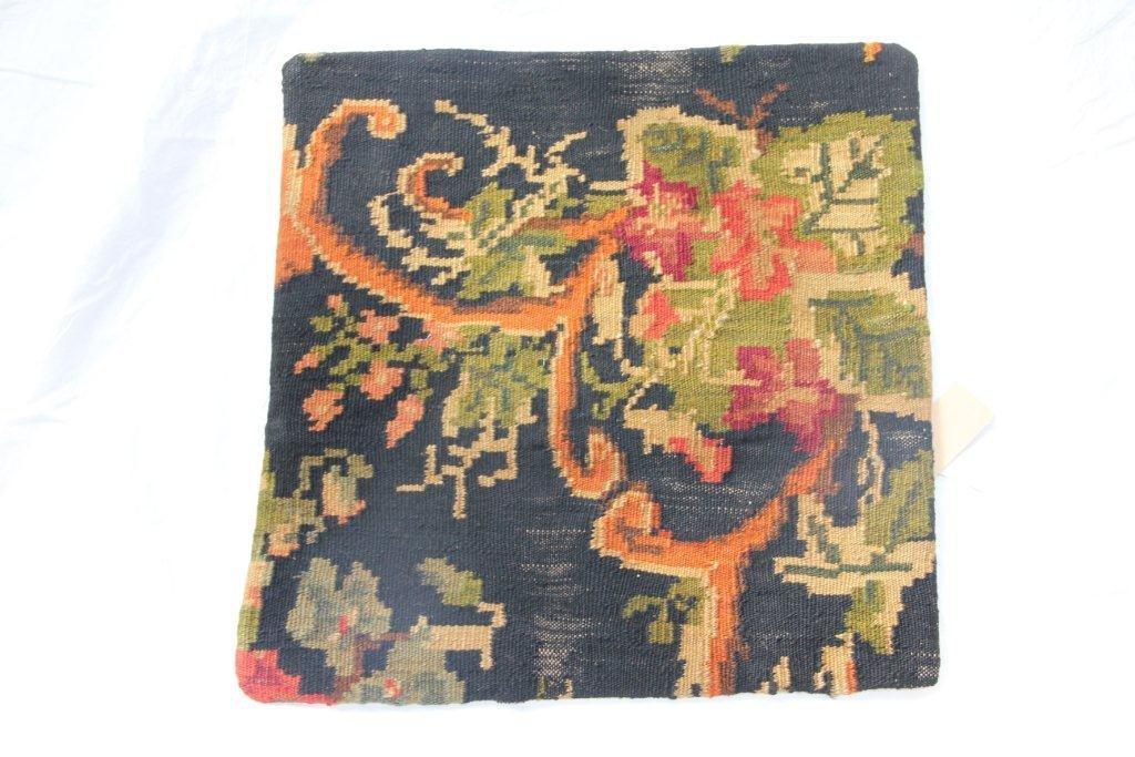 VERKOCHT Kelim kussen no 655 (50cm x 50cm) Vintage kussen gemaakt van bloemen kelim uit Moldavie (zonder binnenkussen)