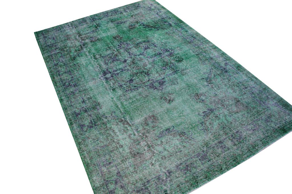 Recoloured klassiek vloerkleed nr 656  ( 327cm x 218cm) tapijt wat een nieuwe hippe trendy kleur heeft gekregen.