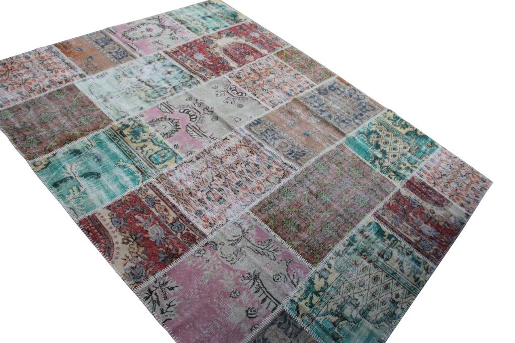Patchwork vloerkleed uit Turkije 310cm x 250cm, no 6765 handgemaakt van oude Turkse kleden met bloemen.