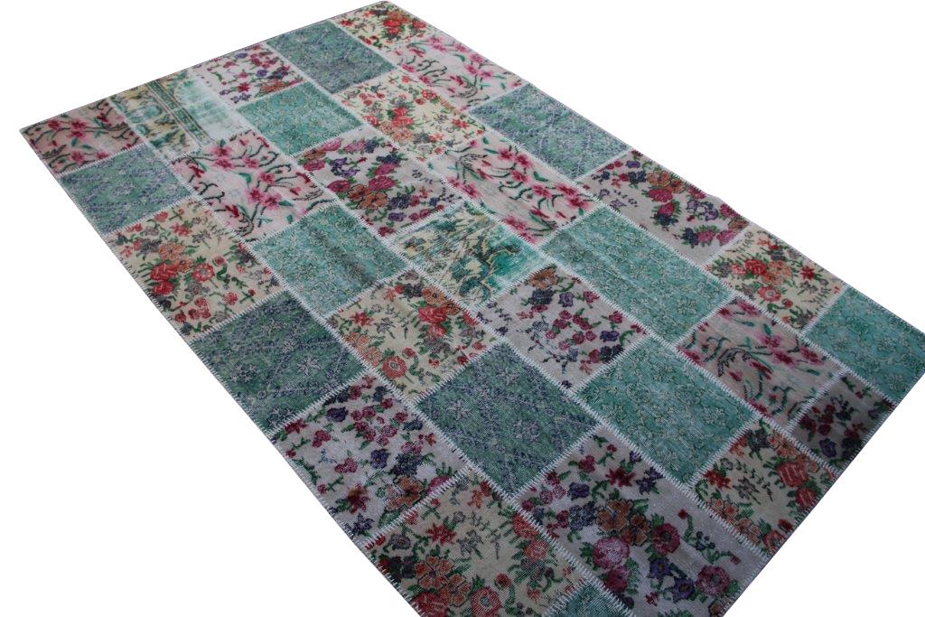Patchwork vloerkleed uit Turkije 309cm x 202cm, no 6777  handgemaakt van oude Turkse kleden met bloemen.