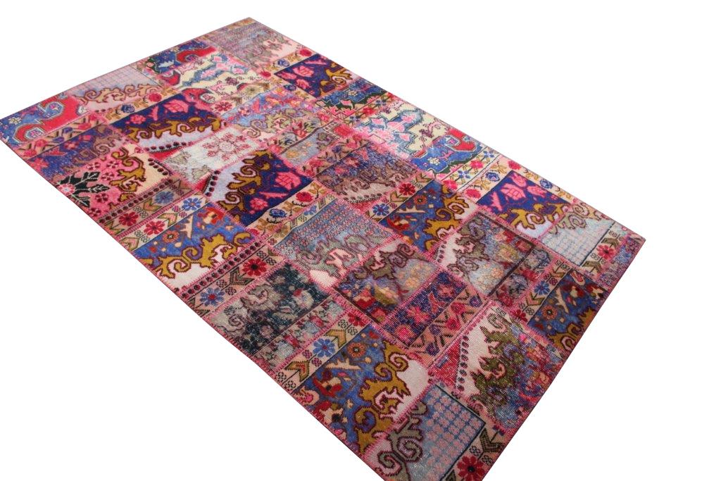 Patchwork vloerkleed uit Turkije 245cm x 162cm, no 6800  handgemaakt van oude Turkse kleden met bloemen.