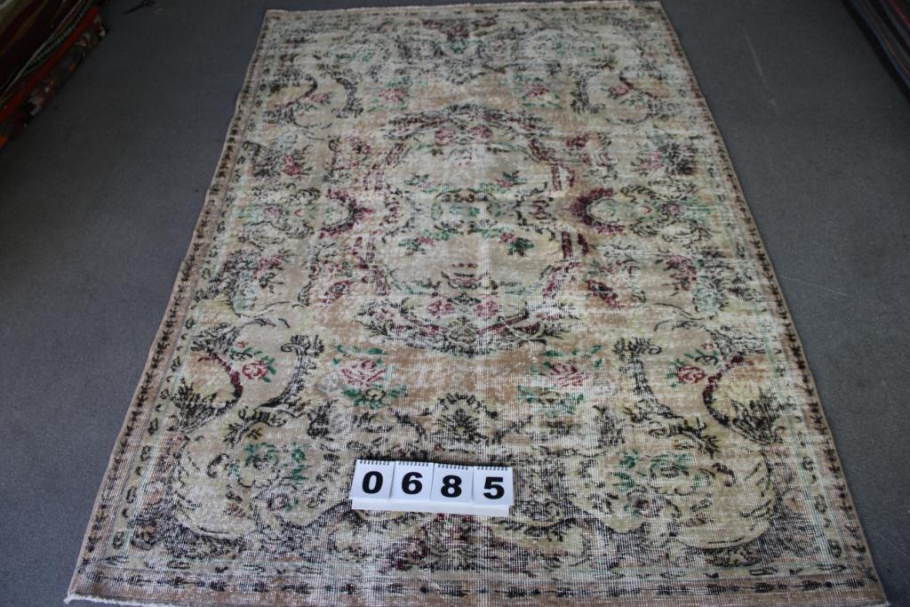 Recoloured vintage vloerkleed nr 685    (240cm x  160cm)