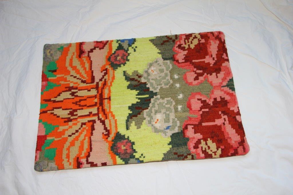 Kelim kussen  60cm x 40cm, handgeweven uit Moldavië, no 701 wordt geleverd incl. binnenkussen