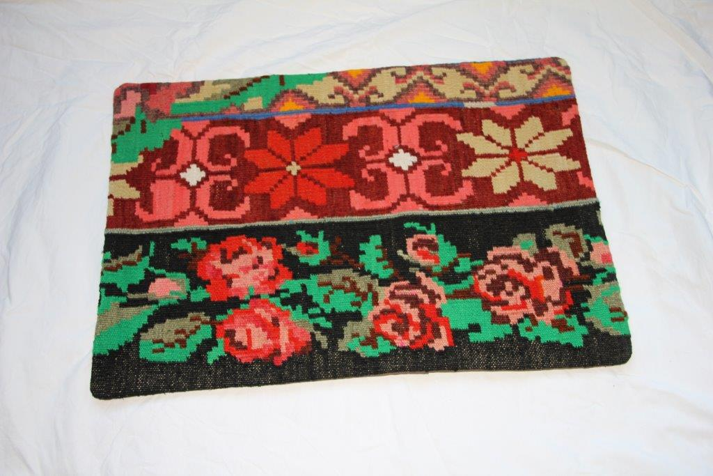 Kelim kussen  60cm x 40cm, handgeweven uit Moldavië, no 702 wordt geleverd incl. binnenkussen