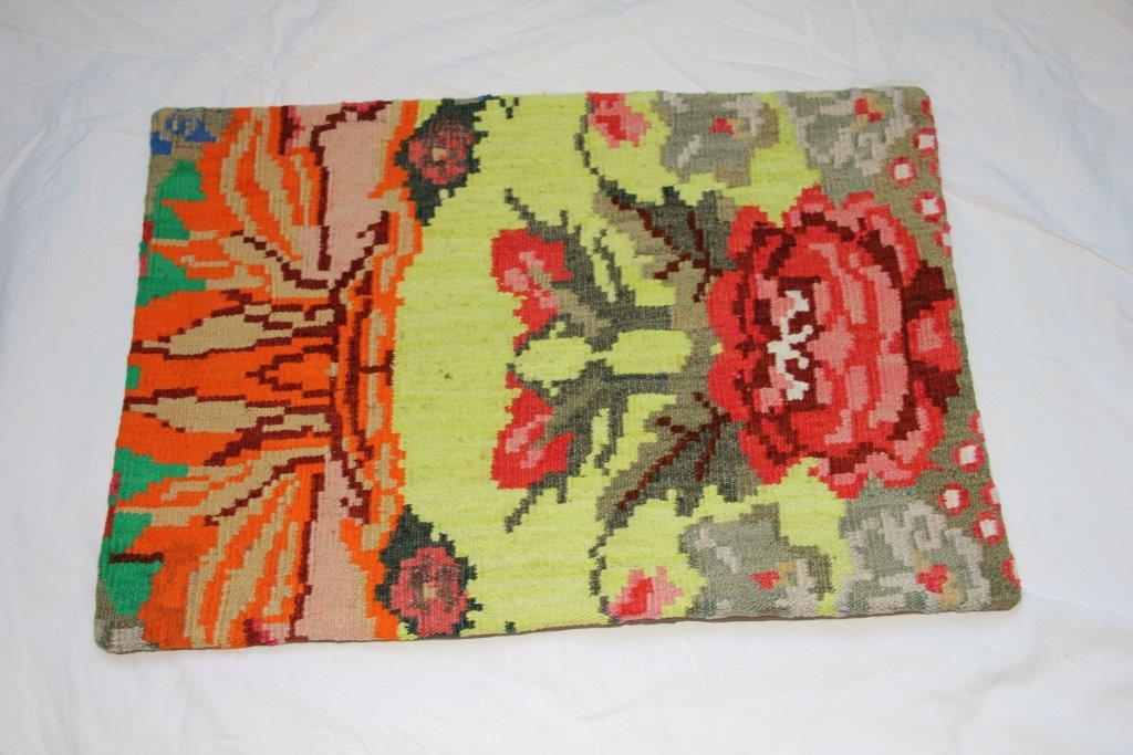 Kelim kussen  60cm x 40cm, handgeweven uit Moldavië, no 703 wordt geleverd incl. binnenkussen