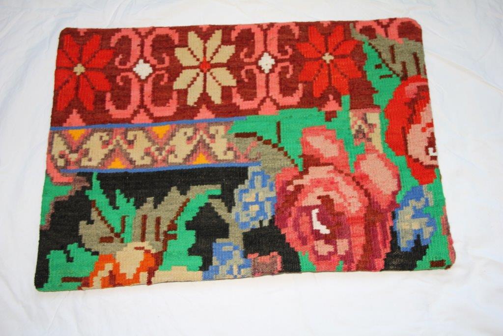 Kelim kussen  60cm x 40cm, handgeweven uit Moldavië, no 704 wordt geleverd incl. binnenkussen