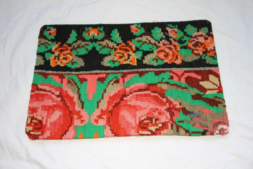 Kelim kussen  60cm x 40cm, handgeweven uit Moldavië, no 705 wordt geleverd incl. binnenkussen