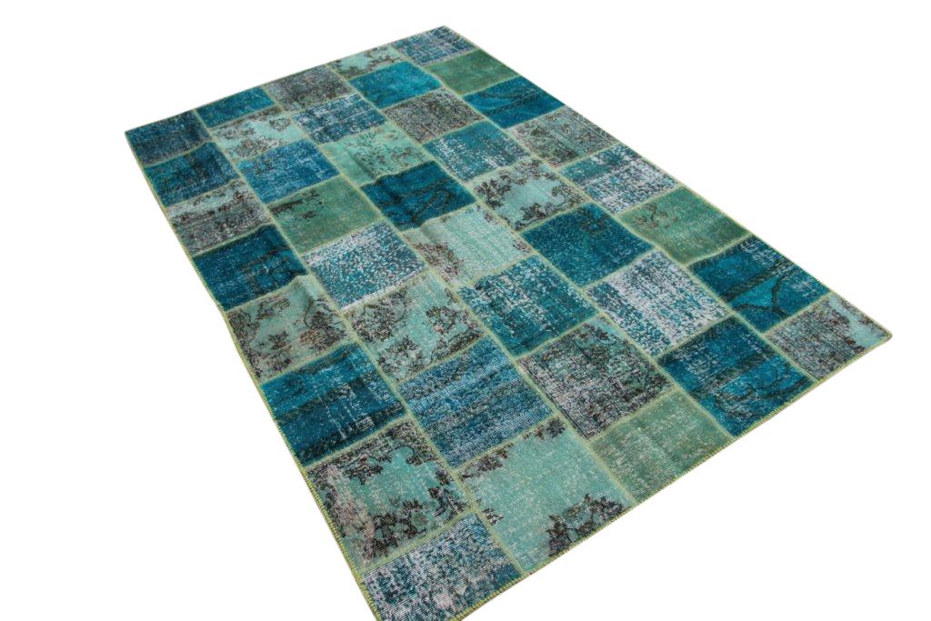 Ijsblauw patchwork vloerkleed 7063 (306cm x 194cm) gemaakt van oude recoloured vloerkleden incl.onderkleed van katoen.