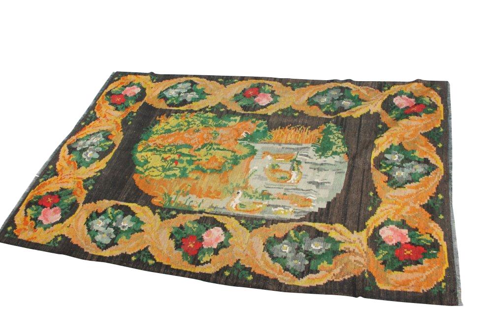 Kelim met rozen nr 707 (252cm x 162cm) Handgeweven kelim in perfecte staat 30 tot 80 jaar oud.