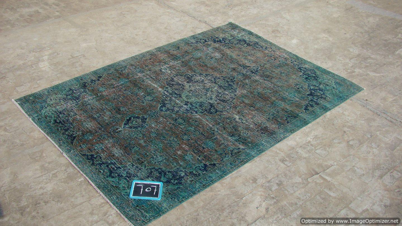 Recoloured klassiek vloerkleed nr 707 (314cm x 273cm) tapijt wat een nieuwe hippe trendy kleur heeft gekregen.