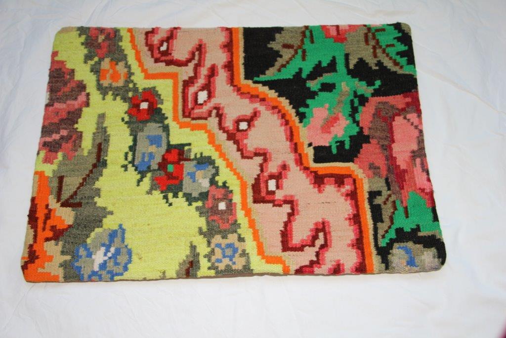 Kelim kussen  60cm x 40cm, handgeweven uit Moldavië, no 708 wordt geleverd incl. binnenkussen