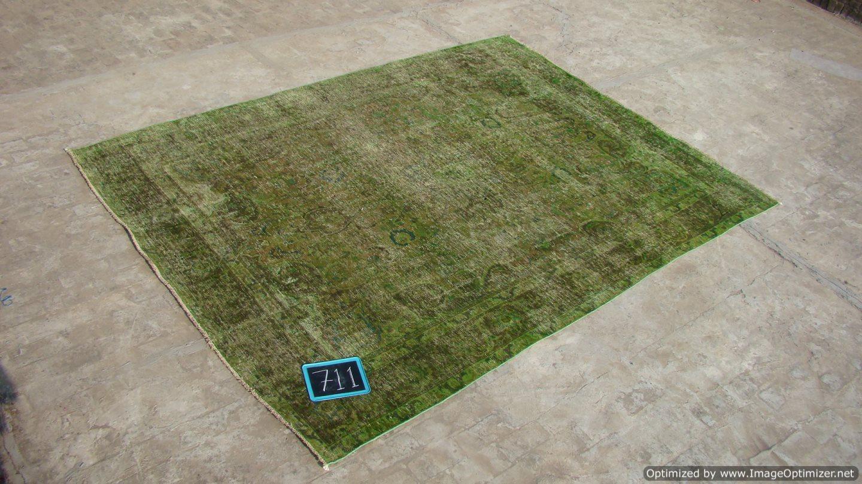 Recoloured klassiek vloerkleed nr 711 (332cm x 245cm) tapijt wat een nieuwe hippe trendy kleur heeft gekregen.