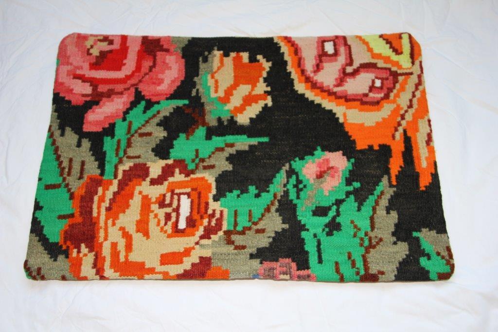 Kelim kussen  60cm x 40cm, handgeweven uit Moldavië, no 712 wordt geleverd incl. binnenkussen