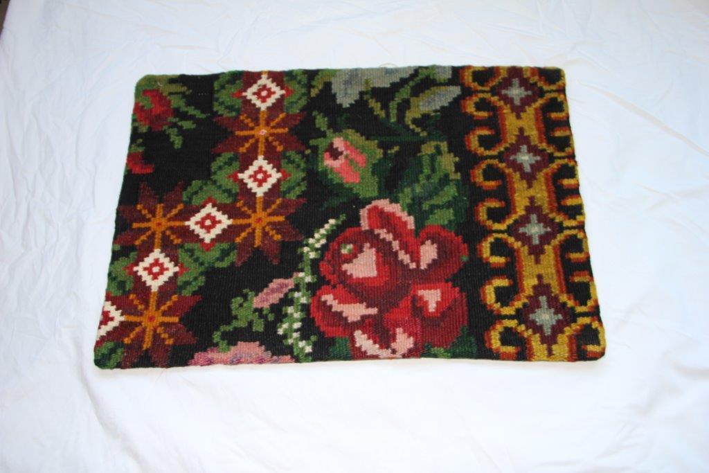 Kelim kussen  60cm x 40cm, handgeweven uit Moldavië, no 715 wordt geleverd incl. binnenkussen