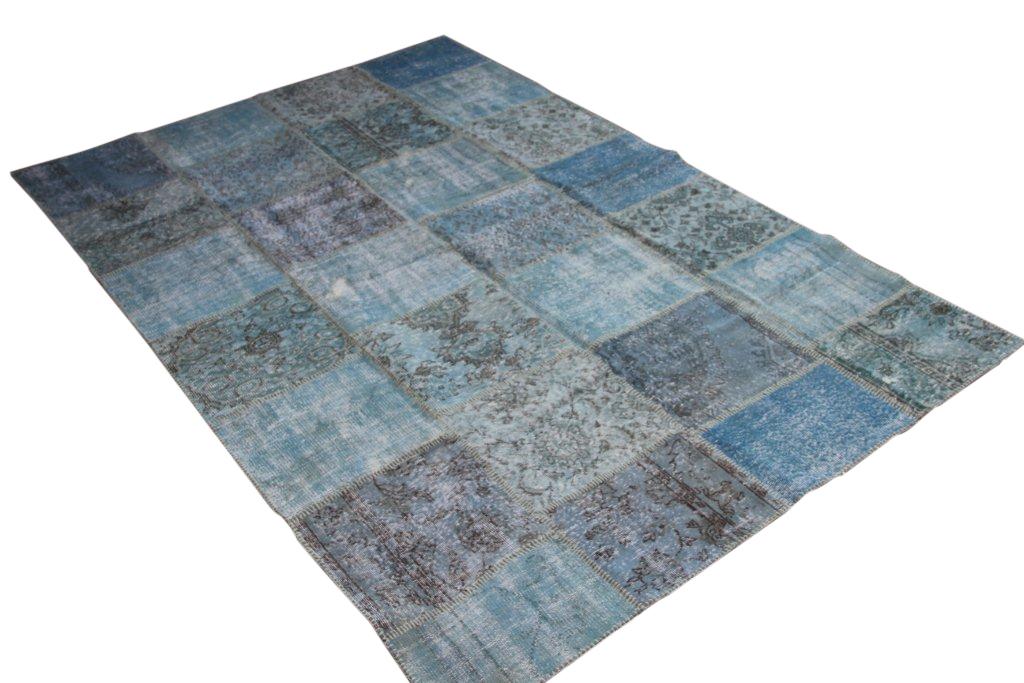 Blauw patchwork vloerkleed 7172(300cm x 200cm) gemaakt van oude recoloured vloerkleden incl.onderkleed van katoen.