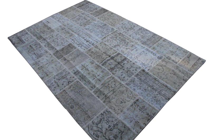 Grijs patchwork vloerkleed no 7216  300cm x 200cm.  Gemaakt van oude kleden, incl onderkleed van katoen.