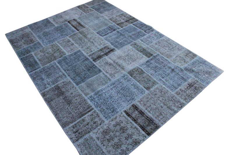 Grijs-blauw-vintage patchwork kleed no 7268  303cm x 216cm.  Gemaakt van oude kleden, incl onderkleed van katoen.