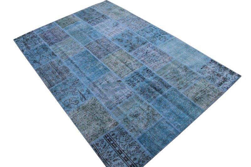 Blauw patchwork kleed no 7282  300cm x 200cm.  Gemaakt van oude kleden, incl onderkleed van katoen.