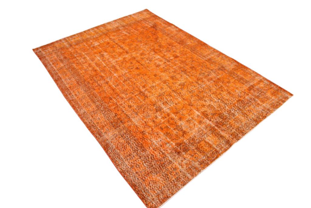 Oranje recoloured  vloerkleed nr 73 (300cm x 211cm)  (Dit kleed ligt bij Silo 6 in Harderwijk. U kunt het daar bekijken maar ook bij ons online bestellen).
