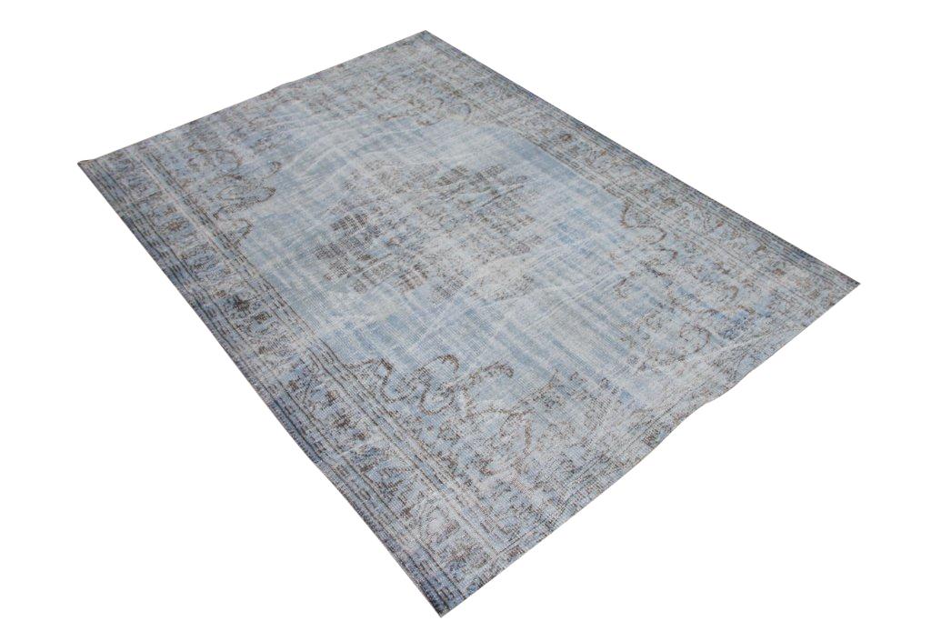 Recoloured klassiek vloerkleed nr 735 (258cm x 189cm) tapijt wat een nieuwe hippe trendy kleur heeft gekregen.