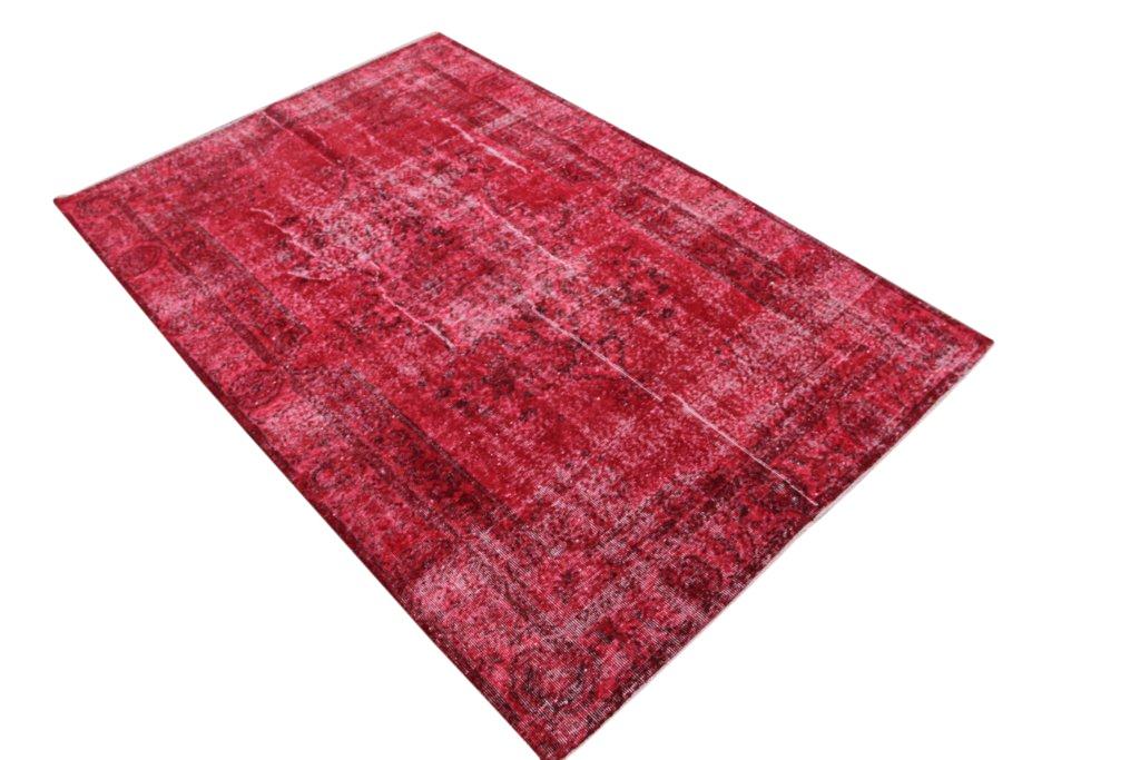 Recoloured  rood vintage vloerkleed  uit Turkije 260cm x 174cm, no 758 (dit kleed is binnenkort te zien in de ariadne at home)