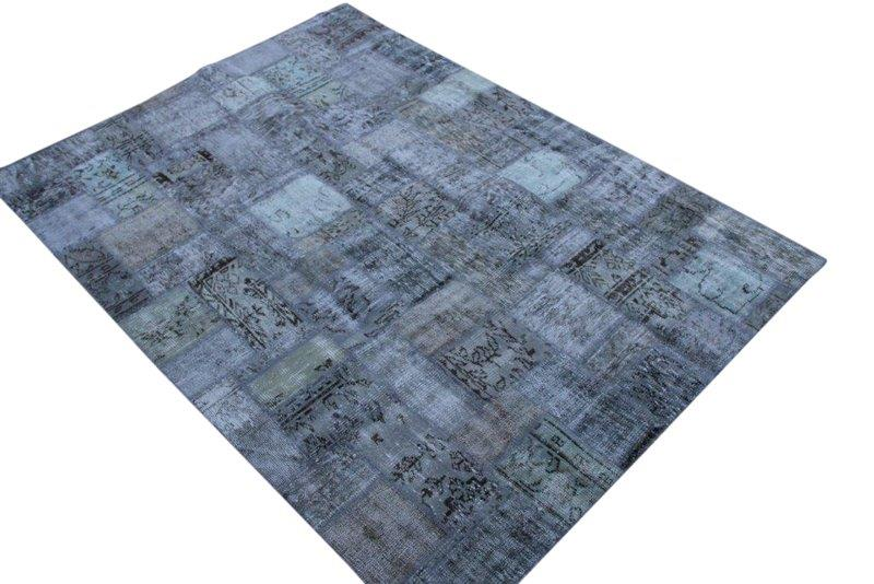 Blauw patchwork vloerkkleed no 7619  237cm x 173cm.  Gemaakt van oude kleden, incl onderkleed van katoen.