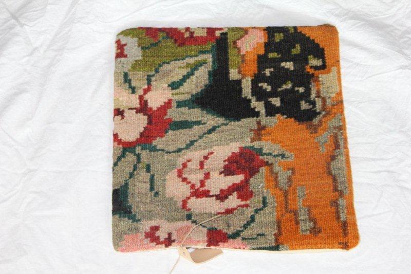Kelim kussen no 800 (40cm x 40cm) Vintage kussen gemaakt van bloemen kelim uit Moldavie