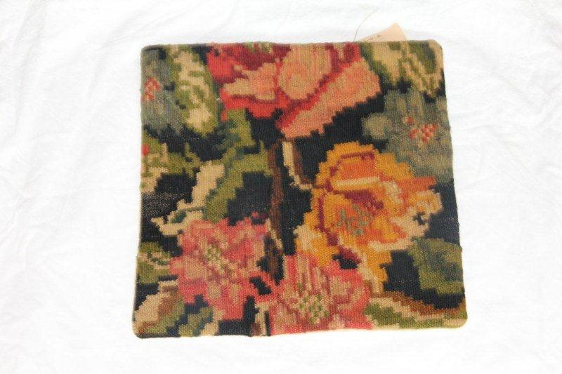 Kelim kussen no 801 (40cm x 40cm) Vintage kussen gemaakt van bloemen kelim uit Moldavie