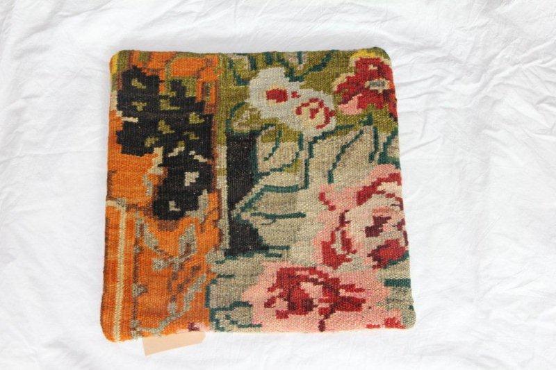 Kelim kussen no 803 (40cm x 40cm) Vintage kussen gemaakt van bloemen kelim uit Moldavie