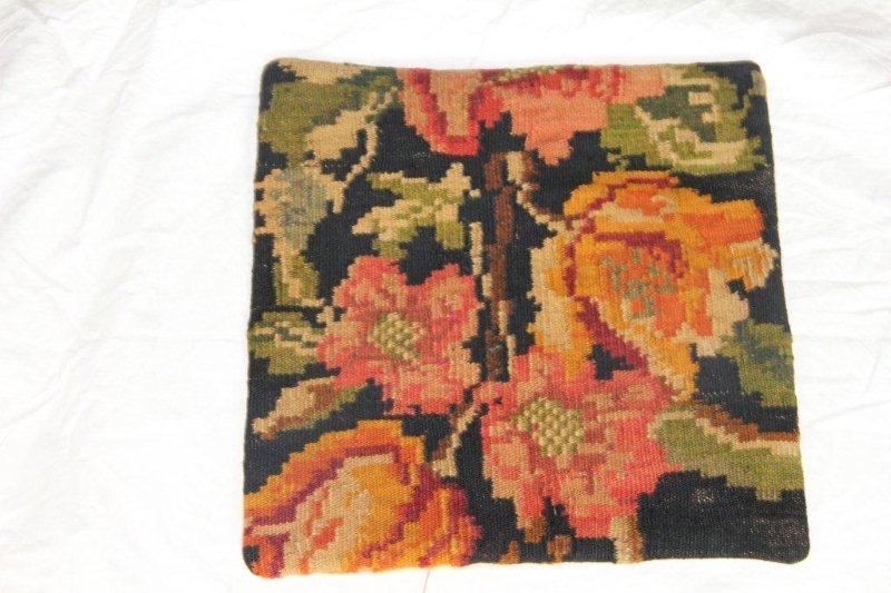 Kelim kussen no 806 (40cm x 40cm) Vintage kussen gemaakt van bloemen kelim uit Moldavie