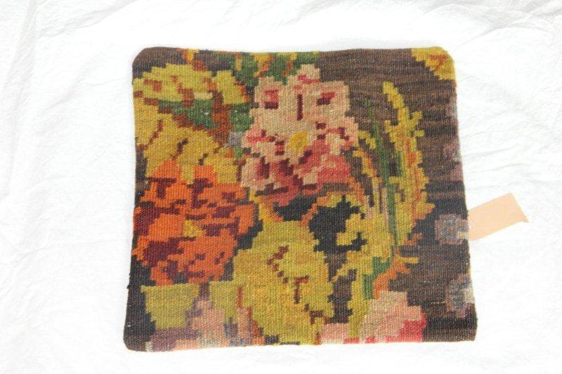 Kelim kussen no 807 (40cm x 40cm) Vintage kussen gemaakt van bloemen kelim uit Moldavie