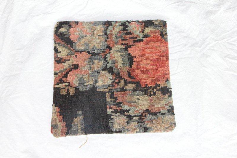 Kelim kussen no 809 (40cm x 40cm) Vintage kussen gemaakt van bloemen kelim uit Moldavie