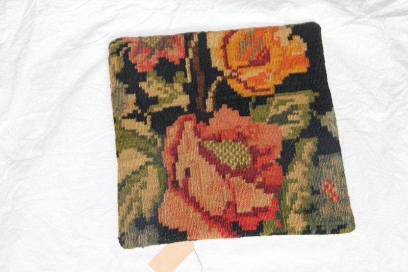Kelim kussen no 813 (40cm x 40cm) Vintage kussen gemaakt van bloemen kelim uit Moldavie