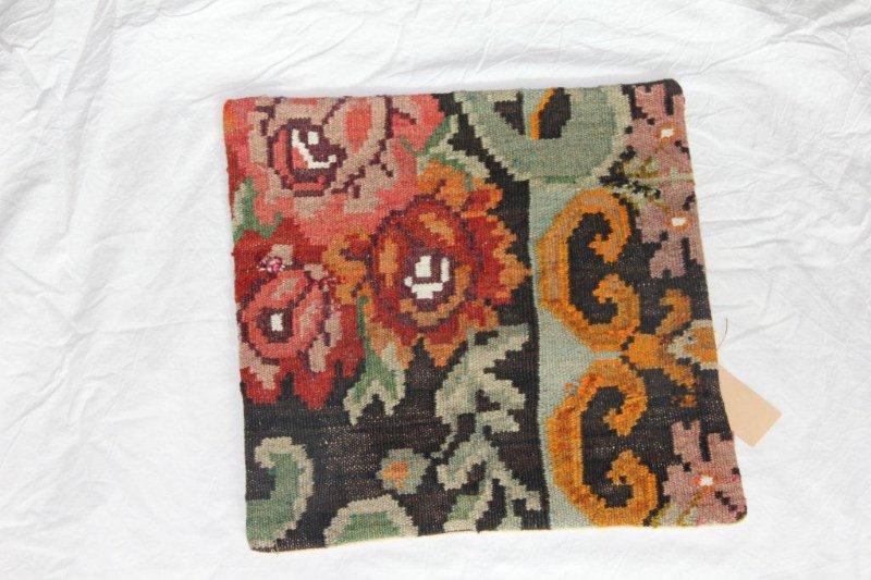 Kelim kussen no 815 (40cm x 40cm) Vintage kussen gemaakt van bloemen kelim uit Moldavie