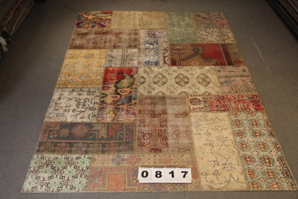 Vintage patchwork vloerkleed 817 (241cm x 170cm) gemaakt van recoloured vloerkleden
