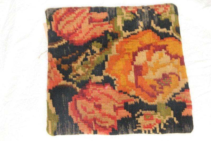 Kelim kussen no 817 (40cm x 40cm) Vintage kussen gemaakt van bloemen kelim uit Moldavie