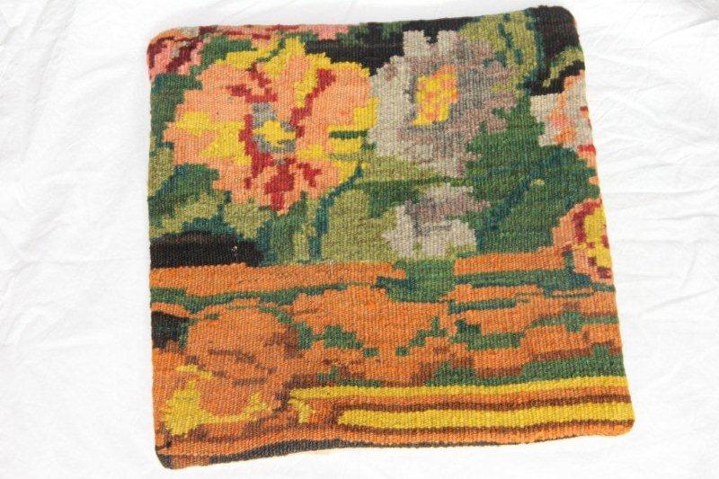 Kelim kussen no 818 (40cm x 40cm) Vintage kussen gemaakt van bloemen kelim uit Moldavie