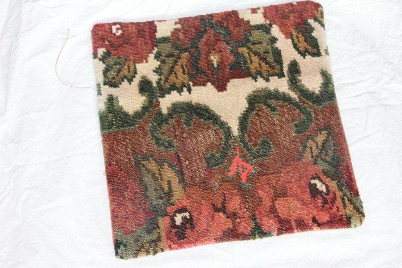 Kelim kussen no 821 (40cm x 40cm) Vintage kussen gemaakt van bloemen kelim uit Moldavie