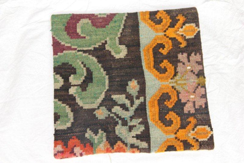 Kelim kussen no 822 (40cm x 40cm) Vintage kussen gemaakt van bloemen kelim uit Moldavie
