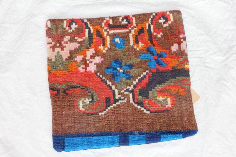 Kelim kussen no 824 (40cm x 40cm) Vintage kussen gemaakt van bloemen kelim uit Moldavie