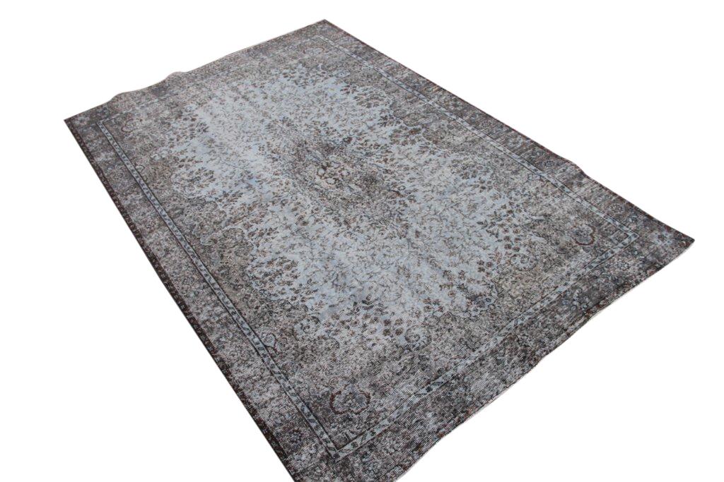 Recoloured klassiek vloerkleed nr 829 (290 cm x 200 cm) tapijt wat een nieuwe hippe trendy kleur heeft gekregen.