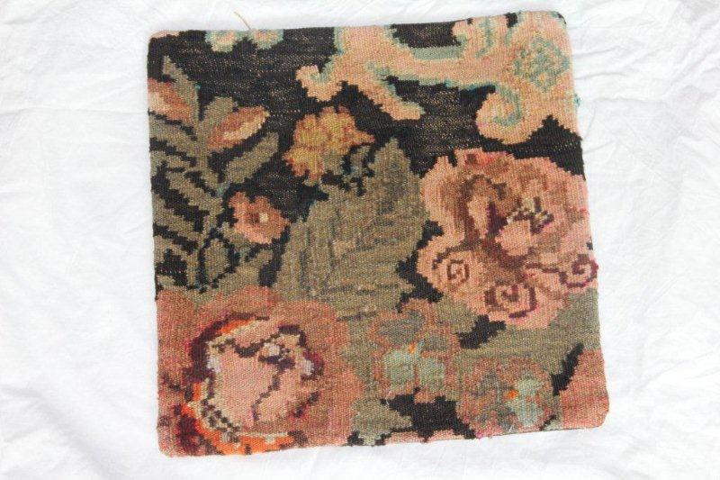 Kelim kussen no 829 (40cm x 40cm) Vintage kussen gemaakt van bloemen kelim uit Moldavie