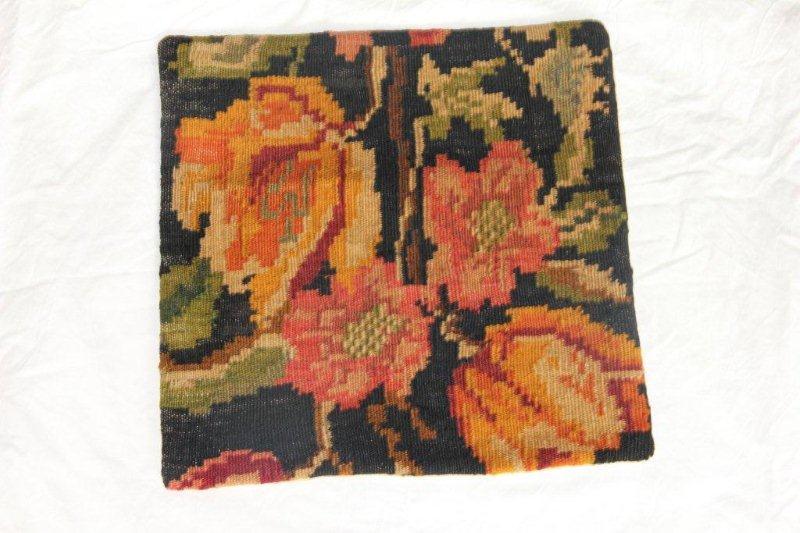 830 (40cm x 40cm) Vintage kussen gemaakt van bloemen kelim uit Moldavie