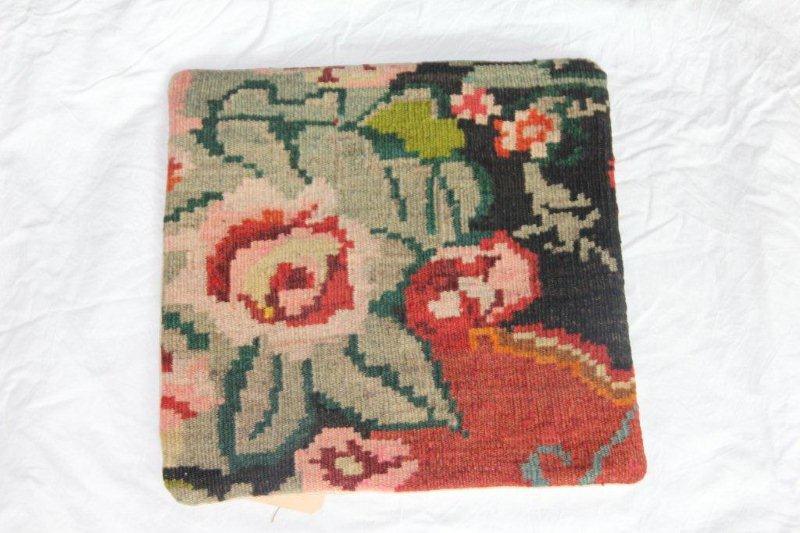 Kelim kussen no 831 (40cm x 40cm) Vintage kussen gemaakt van bloemen kelim uit Moldavie