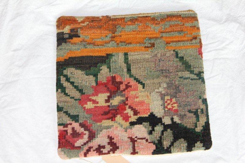 Kelim kussen no 835 (40cm x 40cm) Vintage kussen gemaakt van bloemen kelim uit Moldavie