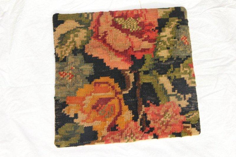 Kelim kussen no 836 (40cm x 40cm) Vintage kussen gemaakt van bloemen kelim uit Moldavie